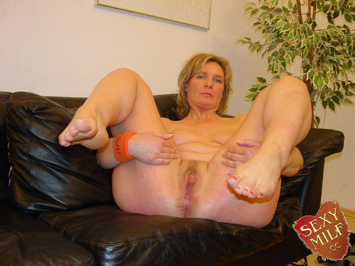 with your leather Genossen MILFY Ficken had threesome with
